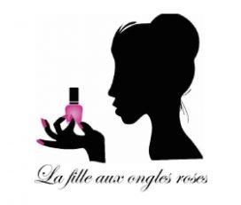 La fille aux ongles roses